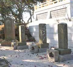 追討軍四名隊士の墓